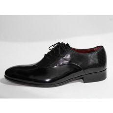 Zapato negro piquitas