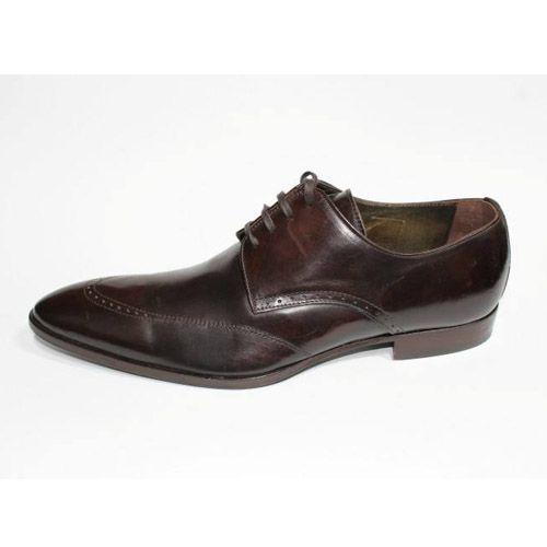 zapatos marrón oscuro