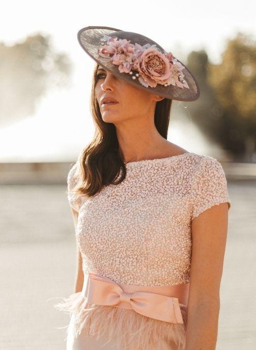 vestido fiesta pedreria y plumas rosa nude 3