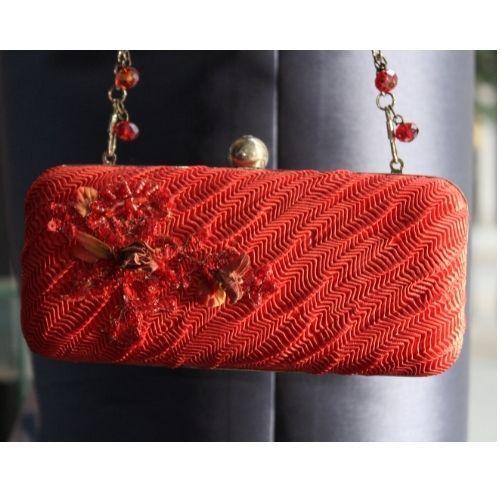 bolso rojo con pedreia y bolsas cristal 2