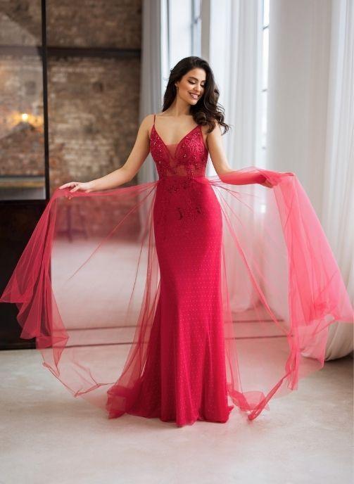 vestido de noche con adorno y sobrefalda de tul color rojo cereza 1